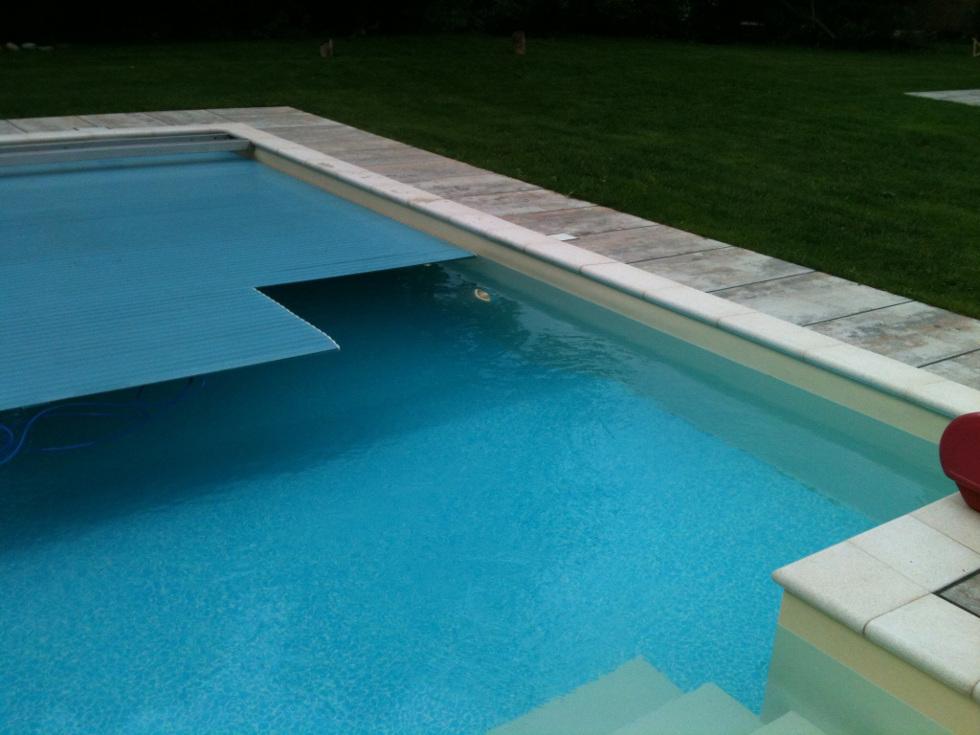 <h3> Schwimmbad- <br>Abdeckungen </h3>